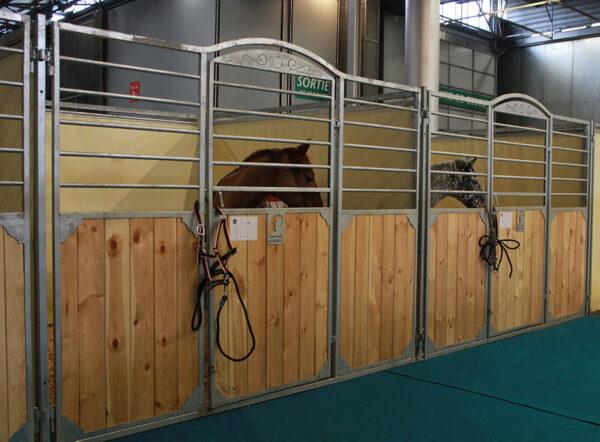 Boxes Prestige avec des chevaux - Cheval Liberté Covers